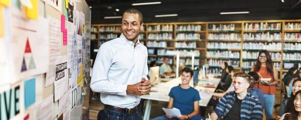 3 cechy charakteryzujące dobrego nauczyciela języka obcego-min